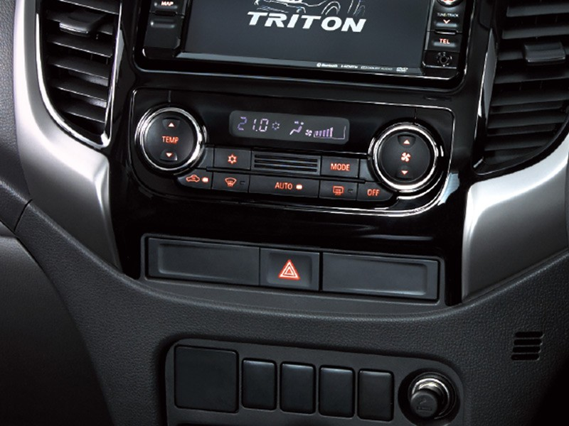 Spesifikasi Interior Strada Triton Surabaya Mitsubishi Mobilku